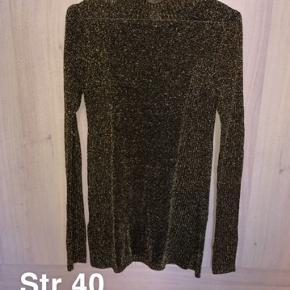 Brugt få gange.. sælges billigt da jeg skal have tømt gevaldigt ud af min kæmpe garderobe. Alle priser er plus fragt og eventuelt gebyr.  Fra H&M trend konceptet.