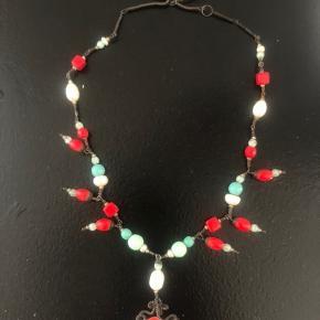 Vintage unika håndlavet halskæde med antikke sten og perler. Pris 259 pp