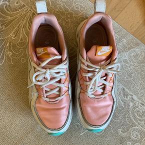 Overvejer at sælge disse cool sneakers fra NIKE str 38 de er udsolgt overalt!