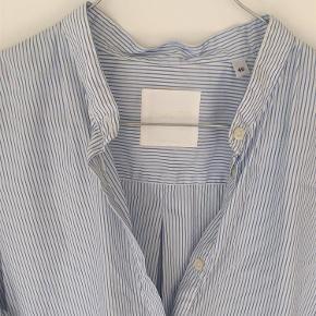 Brand: Aglini Varetype: skjorte Farve: Hvid/blå  Italiensk str. 46 Tror ikke den har været i brug.  Sender med DAO