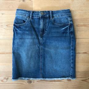 Fin nederdel fra PIECES str. xs. Aldrig brugt, kun prøvet på.