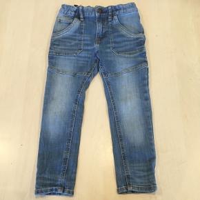 Jeans str. 104 kun brugt få gange inden han voksede ud af dem 🙈😊