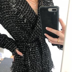 Mega flot jakke fra y.a.s, jeg dsv aldrig har fået brugt, BYD gerne:)