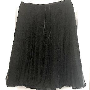 Sød plisseret nederdel fra Elise Gug, brugt 1 gang er som ny.