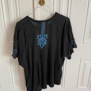 Cool oversize t-shirt sælges, da jeg ikke får den brugt