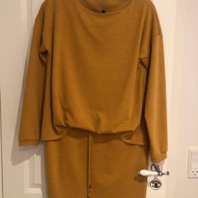 Kjole str M fra Vero Moda, aldrig brugt