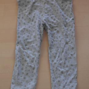 flotte pige leggings med glimmer prikker. str 4-5 år der str 5-6 år / 116 i dem, men de er små i str  Mindstepris 15 kr plus porto Porto er 37 kr med DAO uden omdeling