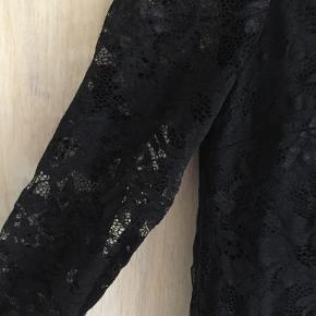 sort blonde kjole fra H&M, kun brugt en gang