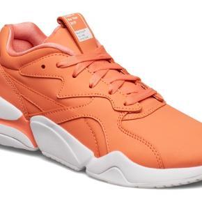 Fedeste sneakers fra puma i den flotteste farve.   Desværre købt for små og derfor kun brugt en gang, meget kort.  Æske medfølger.  Nypris 899,-