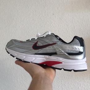 Helt nye med original Nike kasse