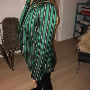 By Malene Birger Blazer Brugt meget få gange  Nypris: 2600 kr