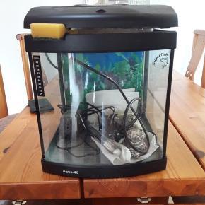 Akvarie (25 ltr). Komplet startsæt inkl. filterpumpe, termometer, varmelegemer mm