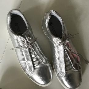 Ellie Goulding Star Collection sneakers