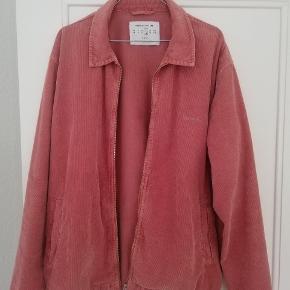 Fed overshirt købt i Urban Outfitters for en uge siden. Brugt en gang.