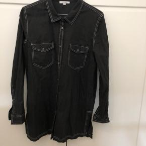 Fin skjorte med western-referencer fra Hosbjerg - str. M (svarer til S) ✨