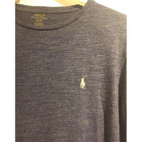 Lækker casual bluse fra Ralph Lauren 💕   - en herre str. small, passer en M-L dame - blå melange - ribkant ved ærmer - rund hals - blød kvalitet   100,- pp eller afhentet i Ikast.   Se også mine andre fine annoncer. Giver gerne mængderabat 🙌🏼