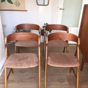 Henning Kjærnulf stole i teak og bøg. Model 71. Stolene er i god stand. Robuste og stabile. Stof og skum er intakt.   Bud modtages.