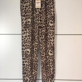 Helt nye Leo bukser fra Buch.  Stadig med prismærke 🌸 Str. S  #30dayssellout