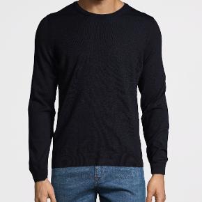 Hej!  Jeg sælger denne sorte HUGO BOSS pullover i den fineste merino uld. Perfekt med eller uden en skjorte inden under. Stadig i plastik emballagen, aldrig rørt eller prøvet på.  Modelnavn: Leno-P PRIS: 400.- Nypris 1000.-