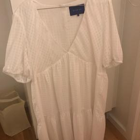 Fed kjole fra resume. Brugt en dag :)