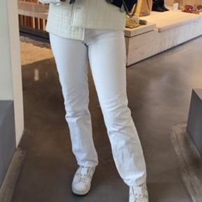 Sælger disse voyage bukser fra weekday  De er størrelsen 29/32