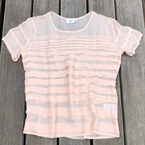 Fin skjorte / bluse fra Noa Noa str. 38. Aldrig brugt. Forsendelse tillægges prisen. BYTTER IKKE.