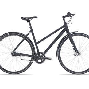 MBK Genesis damecykel med 7 gear.   Cyklen er 1 år gammel og næsten som ny. Lygter og låse medfølger.