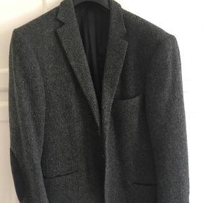 Varetype: Blazer Farve: Grå  Perfekt jakke til foråret