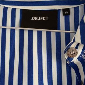 Sælger denne søde og smukke kjole i en str 38 men kan sagtens passes af en str s :) spørg for billede så sender jeg det til dig :)