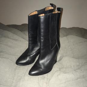 Støvlerne er kun brugt få gange, så de fremstår i super stand :) sender gerne flere billeder