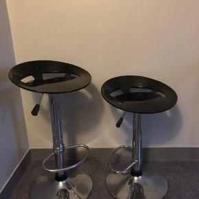 150kr for begge stole. Kan afhentes på Frederiksberg