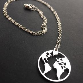 World halskæder Prisen er 65,- Har 8 på lager