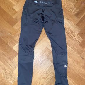 Mørke grå Stella x Adidas trænnings leggings. Brugt en gang og vasket en gang.