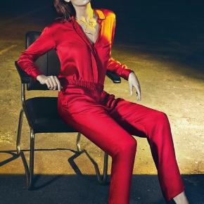 Super lækker silkeskjorte fra Ganni str S. Nypris 2.000kr - sælges for 350kr + porto med DAO