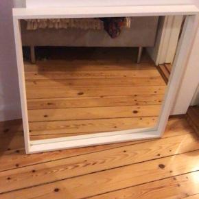 Hvidt 65 x 65 cm spejl fra ikea, står som ny. Det er din, hvis du vil have den.   Sender ikke :)