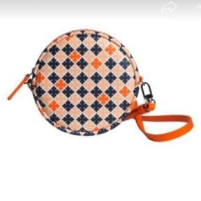 Sød lille rund crossbody taske, kan også bruges som bæltetaske Nypris 700