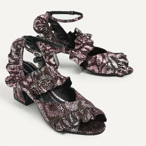 Cool sandaler fra Zara. Aldrig brugt. Kom med et bud. Bytter ikke.