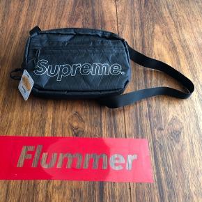 Sælger skulder tasken fra fw18. Den er helt ny og aldrig brugt. Bud modtages ikke det her er prisen.