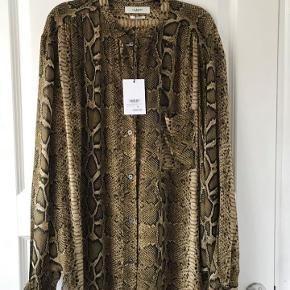 Isabel Marant  brown pyton snakeprint skjorte. Exclusive viscose.  Str. F 40 D 38. Fleksibel i str, passer typisk 36-40. Flot både når den hænger løs eller er nede i bukser. Aldrig brugt, stadig med tags. Nypris kr. 1950.-