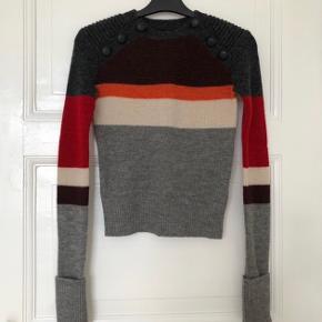 Sælger min Isabel Marant etoile strik i 100% Lana wool. Str fransk 34 (svarer til XS). Aldrig brugt så derfor medfølger alle tags og ekstra knap. Kan mødes i indre Kbh og handle eller sender på købers regning! Np var 2500 kr.