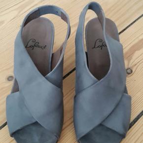 Skønne heels/sandaler fra Lofina i Aarhus. Købt sidste sommer, desværre en tand for store. Se farven på billederne. Byd gerne:)