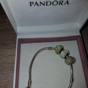 Pandora sølv armbånd   Med 3 led i sølv.  Køber betaler porto.