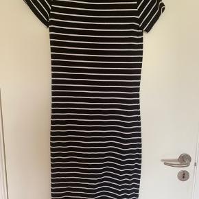 Fin basic kjole fra Pieces. Str. small.  BYD gerne