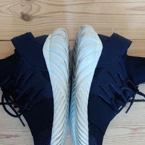 Adidas Turbular Doom Har et hul i sokken nede i skoen, som ikke kan ses og kan blive syet.  #30dayssellout