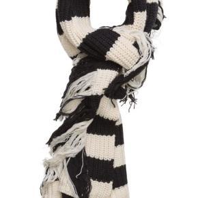 Fantastisk halstørklæde i 60% bomuld, 30% nylon, 10% lambswool.  Ny dog uden mærke.   Bytter desværre ikke..