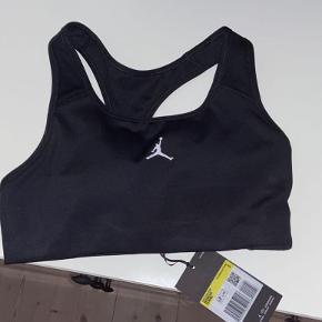Air Jordan top