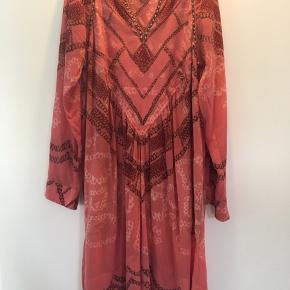 Smuk og velholdt kjole. Spør gerne efter flere billeder