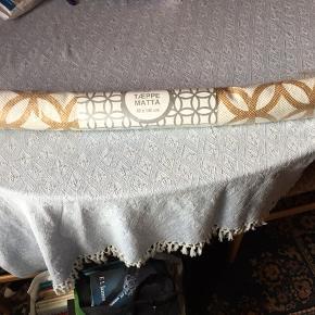 Har 2 stk. af dem  65 kr. pr tæppe Stadig i indpakning Måler 80x140 cm