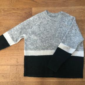 Fin sweater fra envii i str. M, god stand men brugt som ses på billederne.
