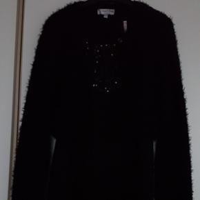 Robe et veste noire 10 ansRobe doublée en voile  Veste toute douce En très bon état Porté une fois A prendre sur place ou 7.- de plus pour frais d'envoi  Aucun paiement par Paypal